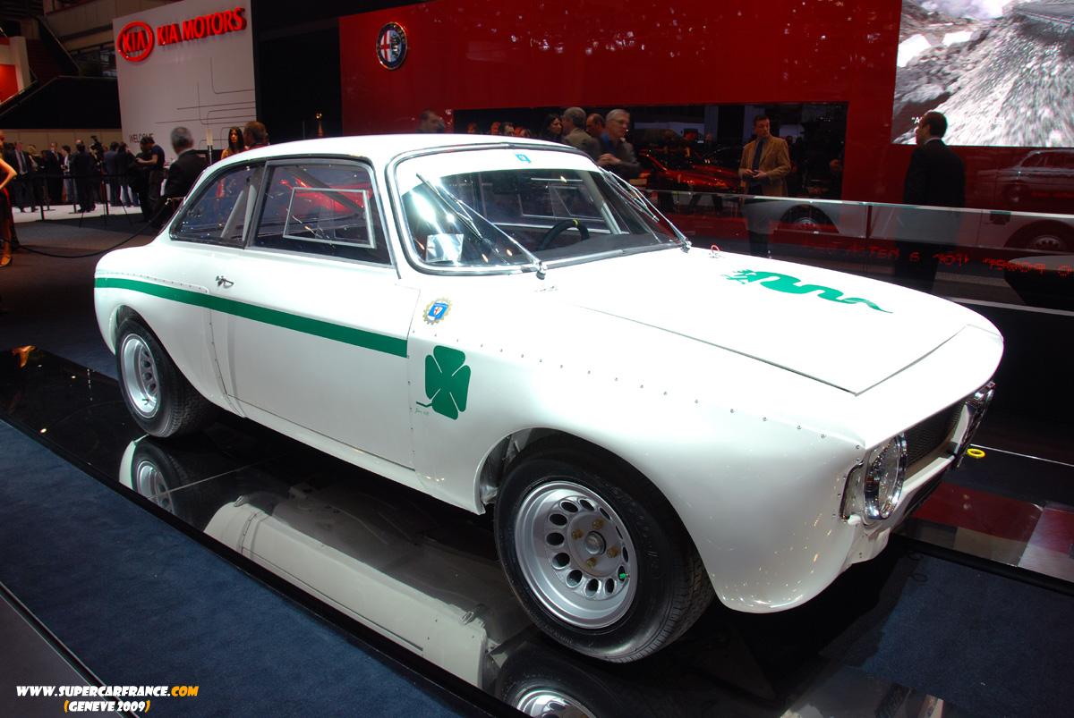 14-Alfa_Romeo_1300_Junior_GTA.JPG